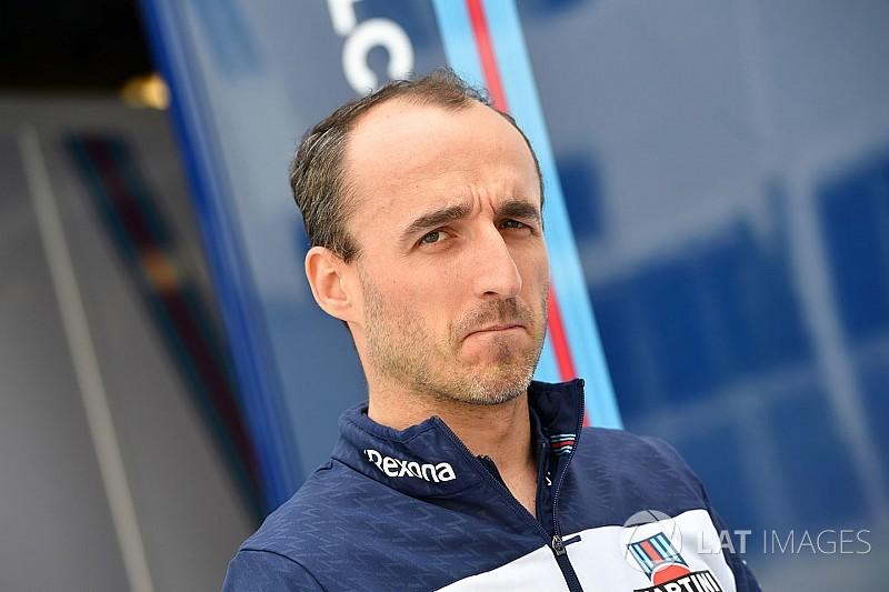 Kubica Barcelonában kétszer is autóba ül