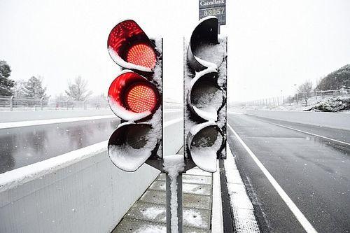 Foto's: Winterse omstandigheden tijdens F1-test in Barcelona