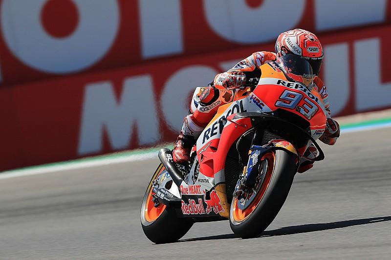 Marquez zegeviert in krankzinnige Dutch TT op Assen