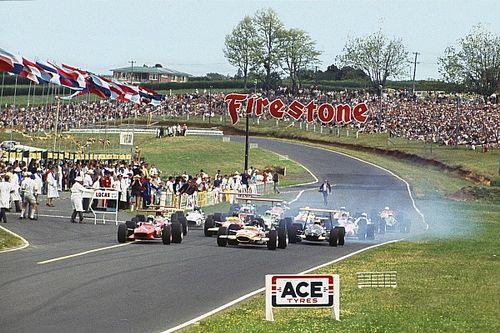 Toujours pilote à 76 ans, après avoir affronté McLaren et Clark!