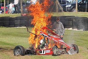 Pembalap Historic Formula Ford selamat dari insiden maut