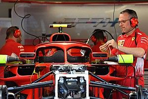 """フェラーリ、ハロ搭載ミラーを修正。""""サポート用""""ウイングレット削除"""