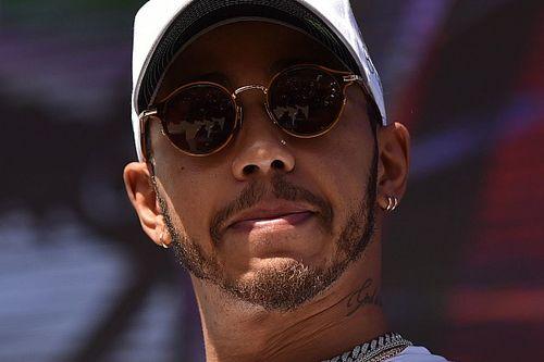 Hamilton újabb kellemetlensége: törölte is a posztját