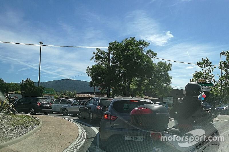 Fransa GP yönetimi, pist çevresinde oluşan trafik sorununu çözdü