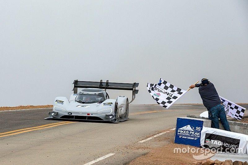 Dumas destroza el récord de Pikes Peak en el Volkswagen eléctrico