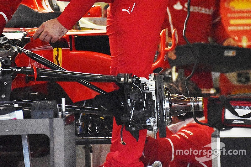 Ferrari: Vettel e Raikkonen hanno scelto la sospensione vecchia