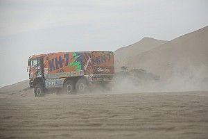 La tripulación española de camiones que fue abandonada en las dunas