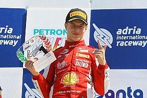 Brasileiro júnior da Ferrari celebra contratação de Leclerc