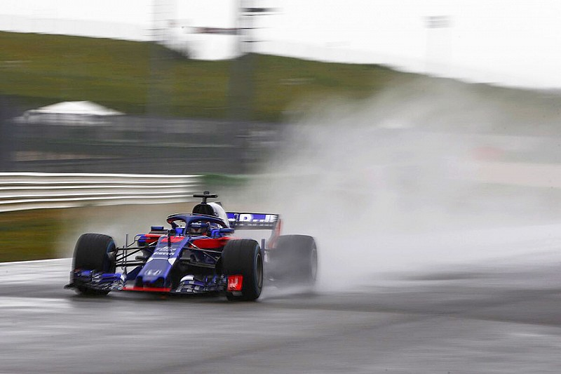 Toro Rosso responde a las filtraciones y enseña su STR13
