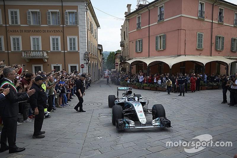 Videó: Bottas F1-Mercedesszel az olasz közutakon