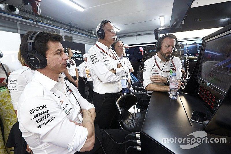 هاميلتون: التغييرات في إدارة مرسيدس لن تؤثر على فريق الفورمولا واحد