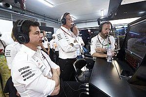 Повредил ли Хэмилтон двигатель в Австрии? В Mercedes пока не поняли
