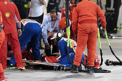 Ferrari confirma que mecânico fraturou perna