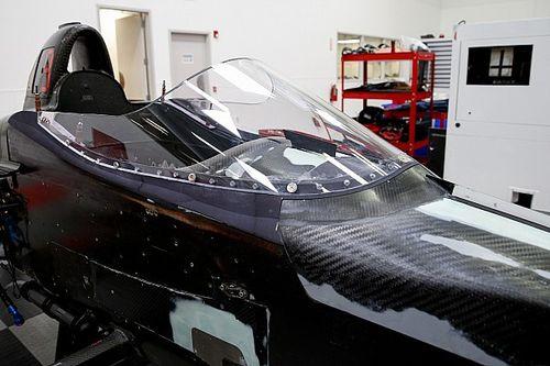 Év végén már élesben vethetik be az IndyCar saját fejvédő eszközét