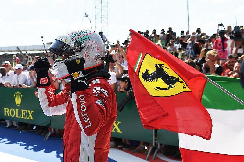 Vettel rompe la maldición de Ferrari en Silverstone