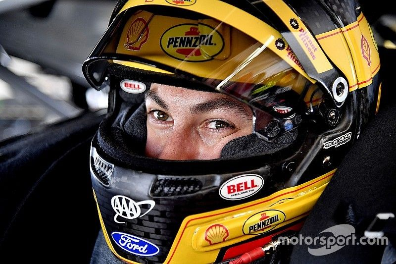 Joey Logano leads Daytona Clash practice, four cars wreck