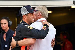 Ricciardo 1000 eurót bukott azon, hogy Bottast nem küldte el a Mercedes
