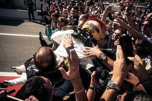 Hamilton: Yeni kurallar yarışları daha kötü yaptı