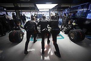 A Mercedesnél egy hétvégén 40-60 orvosi vizsgálatot hajtanak végre - Szingapúrban a kulcs a folyadék!