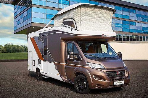 Esta autocaravana ofrece un gran dormitorio en las alturas