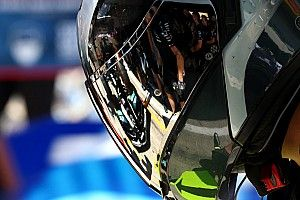 AMuS: FIA отвергла претензии Red Bull в адрес Mercedes
