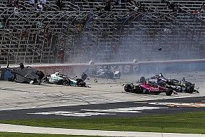 VIDEO: el accidentado arranque del domingo de IndyCar en Texas