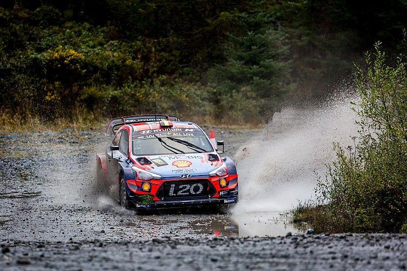 WRC, Rally Galles, PS14: Neuville vola ed è a un passo da Ogier