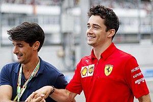 Leclerc ezt most odarakta: fejkendő, Ferrari, Amerika...