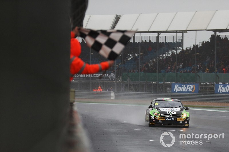 Silverstone BTCC: Goff wins Race 3 after wet tyre gamble