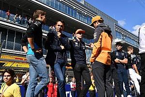 Drámai pillanatok: Verstappen nekicsapódott Norrisnak az esport-versenyen az utolsó kör előtt (videó)