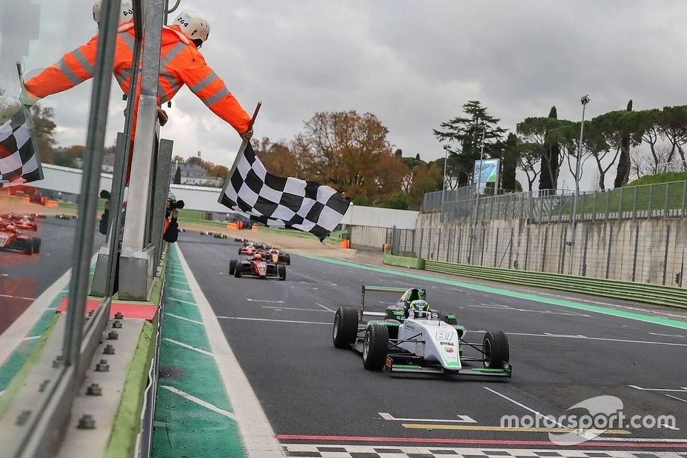 Formula 4, Vallellunga, Gara 1: Bearman vince davanti a Pizzi