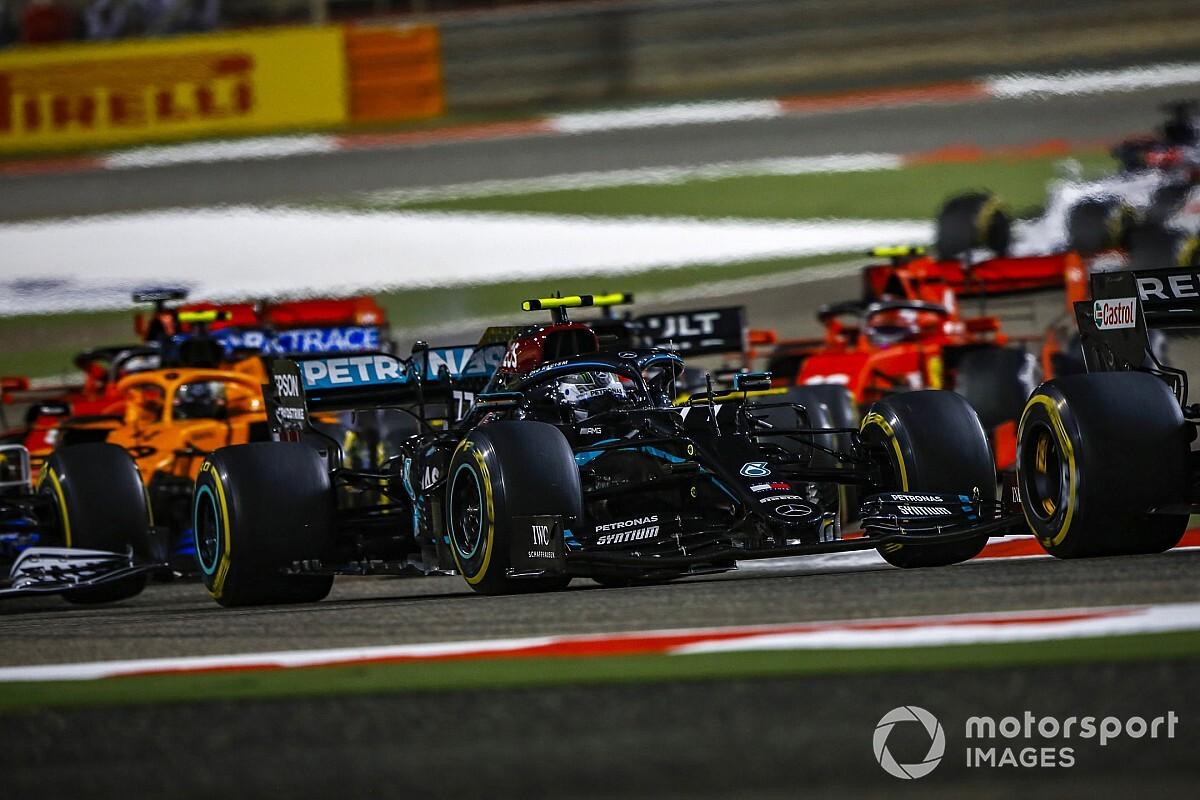 F1 Grand Prix Bahrein uitslag: Hamilton wint, Grosjean ontsnapt