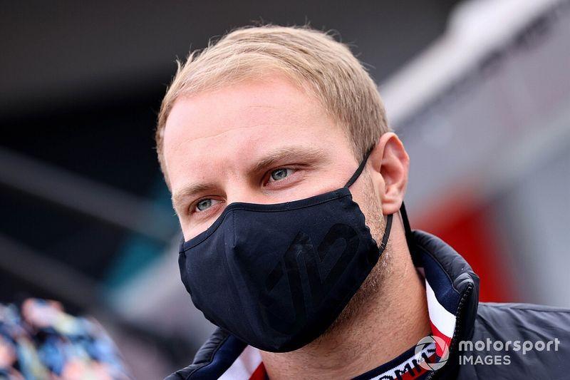 Ex-F1 'zoa' Bottas por quase ser ultrapassado por uma Williams em Ímola