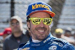 Alonso ri de notícias que davam sua saída da McLaren