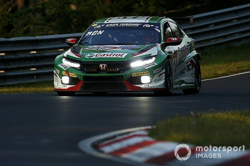 Monteiro ritrova la vittoria dopo oltre 2 anni: grande trionfo alla 24h del Nürburgring