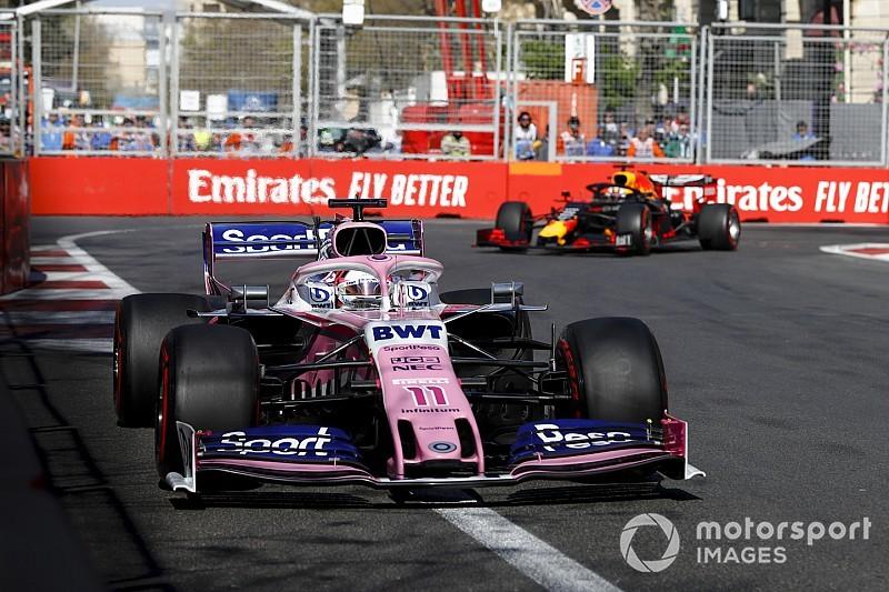 Így szippantja be az F1-es autó a másikat Bakuban: videó