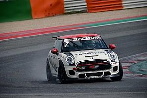 MINI Challenge: Tramontozzi domina a Misano Gara 1 dalla ripartenza della Safety car