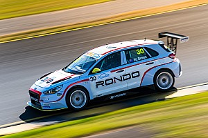 Sydney TCR: Brown beats O'Keeffe to Race 2 win