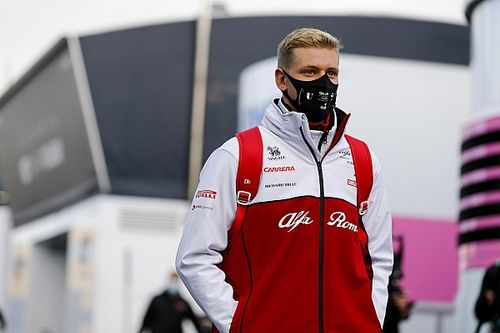 Egy huszárvágással a Haasban köthet ki Mick Schumacher is