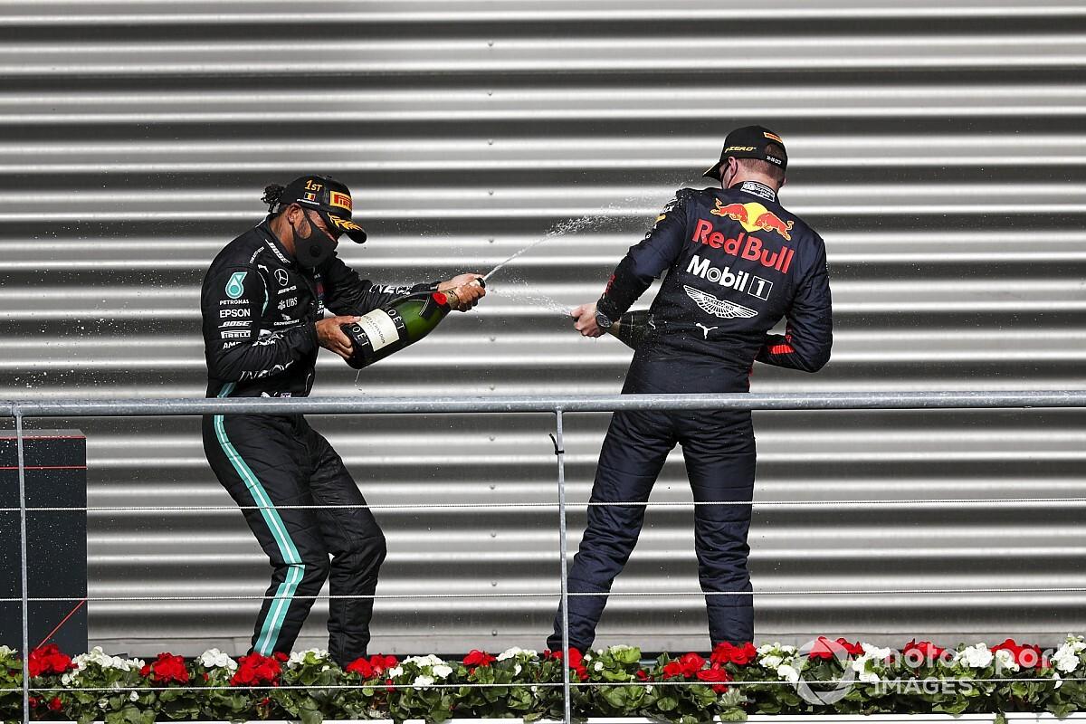 """Hamilton szerint Verstappen """"magára van hagyva"""" a Red Bullnál"""