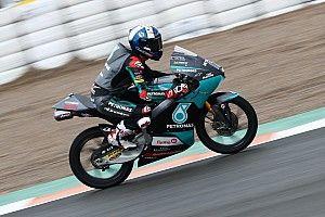 Moto3 Avrupa: McPhee pole pozisyonunu kazandı, Deniz 27. oldu