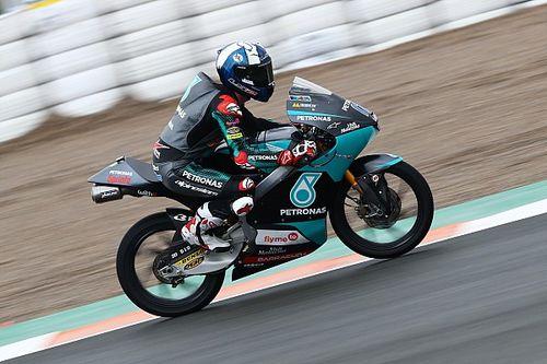 Moto3, Europa: McPhee in pole davanti a Vietti