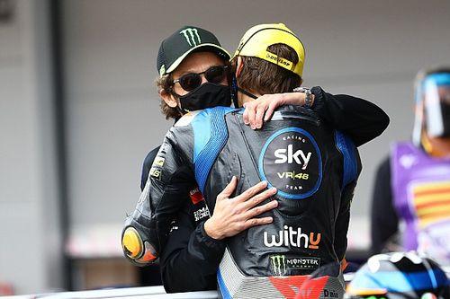 """Rossi verwacht veel van Marini: """"Enige 40-jarige in onze familie"""""""
