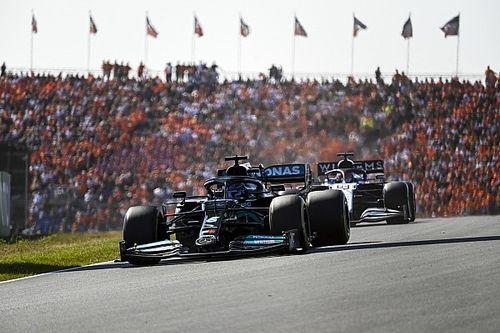 """Hamilton feliciteert Verstappen met zege: """"Gewoon te snel voor ons"""""""