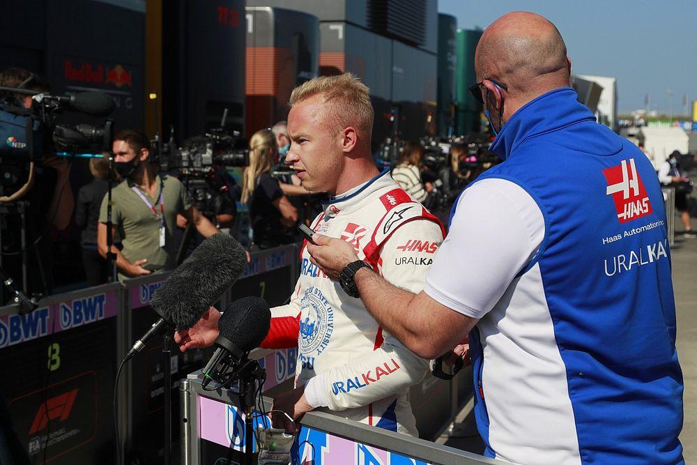 """Mazepin boos op Schumacher: """"Hij verknalt met opzet mijn ronde"""""""