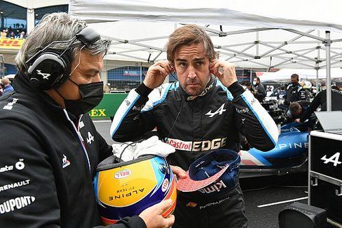 """目指すは表彰台と勝利……アロンソ、堅実な復帰シーズンも""""不運""""に不満隠せず「競争力がある時に限って雨が降る」"""