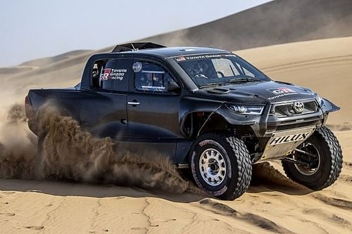 Toyota, 2022 Dakar Rallisi için yenilenmiş Hilux 4x4'ünü tanıttı