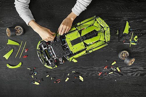 Суперкар за 2 млн евро превратили в конструктор Lego. Из 3 696 деталей!