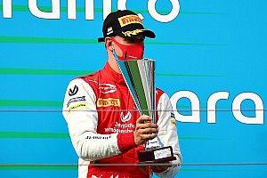 F2 Budapest 2020: Mick Schumacher fährt auf das Podium