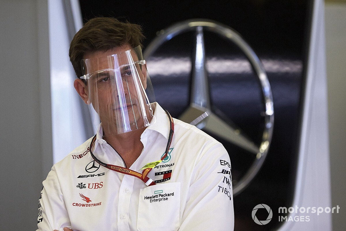 Mercedes CEO quashes talk of feud with Wolff